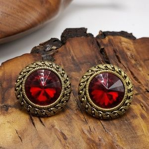 Vintage acrylic Ruby red Jewel bronze round queen